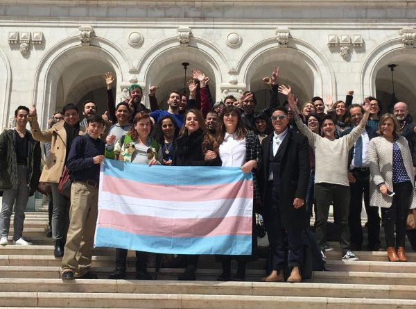 foto-assembleia-republica-ativistas